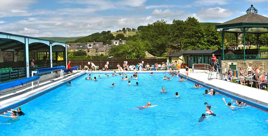 Hathersage outdoor swimming pool